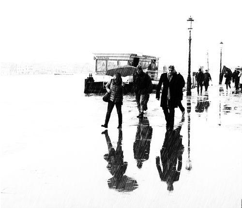 Sotto la pioggia fotoamatori for Sotto la pioggia ombrelli